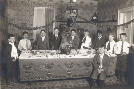 A 1920s Halloween party. Check out those table decorations! Photo Source: Stuhr Museum
